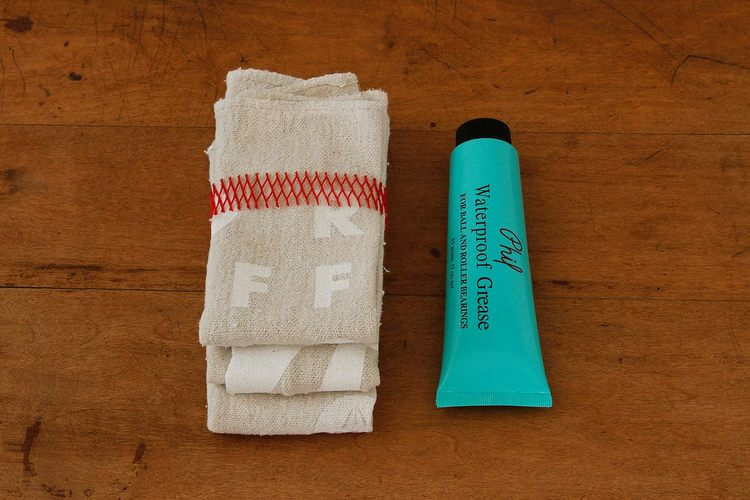 PREMIUM SHOP RAGS WITH 3OZ PHIL WOOD GREASE